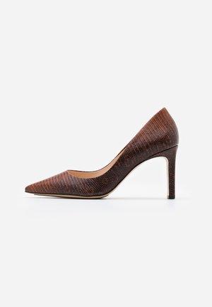 High heels - nut