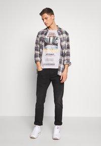 TOM TAILOR DENIM - FOTOPRINT ON STRIPED TEE - Print T-shirt - grey - 1