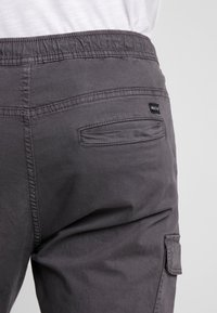 INDICODE JEANS - LAKELAND - Cargo trousers - dark grey - 5