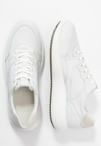 ECCO - SOFT 7 RUNNER - Sneakersy niskie - white/shadow white - 3