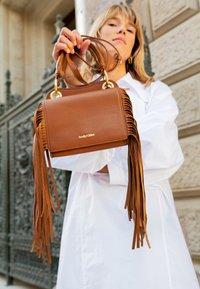 See by Chloé - TILDA FRINGE BAG - Handbag - caramello - 2