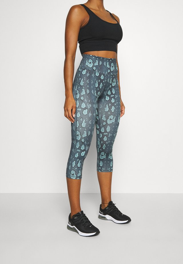 BECKY CAPRI - Legging - black/green
