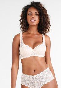 Triumph - AMOURETTE  - Underwired bra - skin - 0