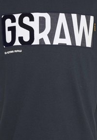 G-Star - GS RAW DENIM LOGO + ROUND SHORT SLEEVE - T-shirt med print - legion blue - 2