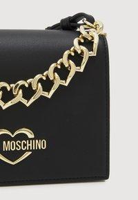 Love Moschino - CHAIN CROSSBODY - Across body bag - nero - 4