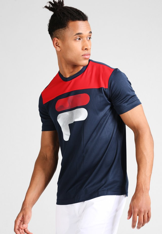 TIM  - T-shirts med print - peacoat blue/fila red