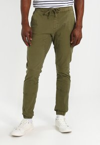INDICODE JEANS - LEVI - Pantaloni cargo - army - 0