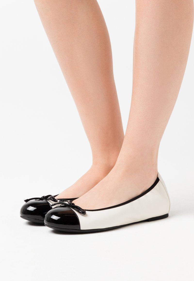 Unisa - AUTO - Ballerina - ivory/black