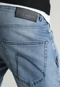 CHASIN' - CROWN BARKIS - Straight leg jeans - blue - 3