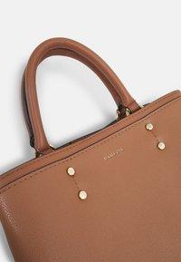 PARFOIS - BAG SNATCH - Handbag - camel - 4