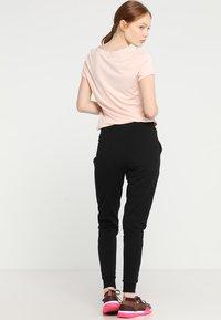 Hunkemöller - SKINNY - Pantalones deportivos - black - 2