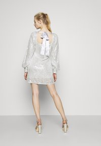 Missguided - BALLOON SLEEVE TIE BACK DRESS - Cocktail dress / Party dress - silver - 2