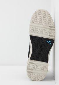 Hi-Tec - X-PRESS LOW WOMENS - Walking trainers - black - 4