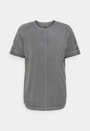 YOGA - T-shirt med print - anthracite/gray