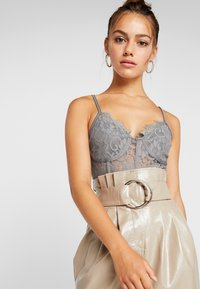 Missguided Petite - STRAPPY CUPPED BODY - Top - grey - 3