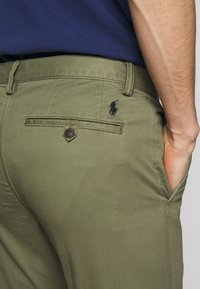 Polo Ralph Lauren - BEDFORD PANT - Chinos - army olive - 4