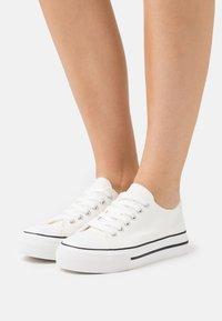 Miss Selfridge - IVANA FLAT  - Sneakers laag - white - 0