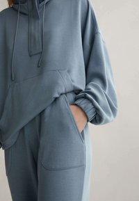 OYSHO - Teplákové kalhoty - blue - 3