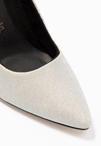 Tamaris - Lodičky na vysokém podpatku - silver glam - 2