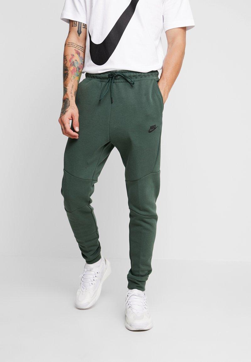 Nike Sportswear - Spodnie treningowe - galactic jade/black