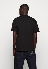 Versace Jeans Couture - LOGO - T-shirt imprimé - black - 2