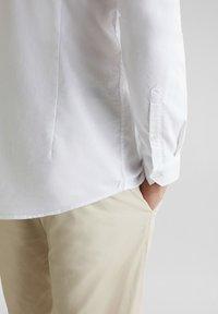 Esprit - MIT STEHKRAGEN - Shirt - white - 6