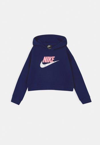 PLUS CLUB CROP HOODIE - Sweatshirt - blue void/arctic punch/white
