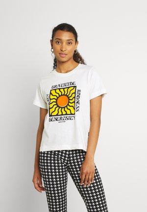 MYSEN GRATITUDE - T-shirt med print - off-white