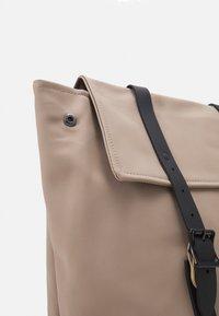 Spiral Bags - CROWN - Mochila - stone - 3
