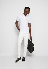 Versace Jeans Couture - Polo - bianco/gold - 4
