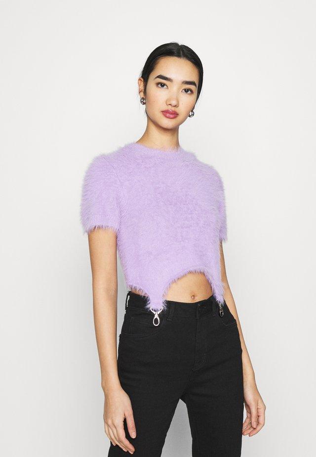 EYELASH TRIGGER STRAP - Camiseta estampada - lilac