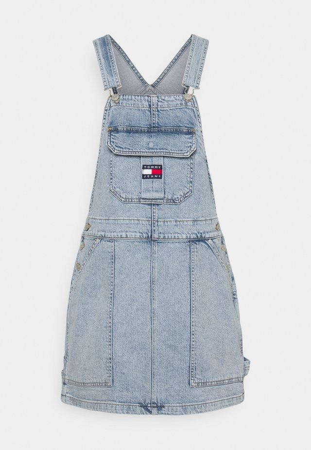 CARGO DUNGAREE DRESS - Spijkerjurk - light-blue denim