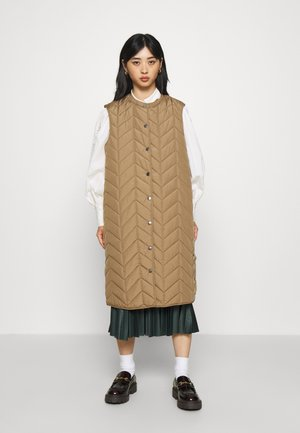 PCFAWN LONG QUILTED VEST  - Waistcoat - camel