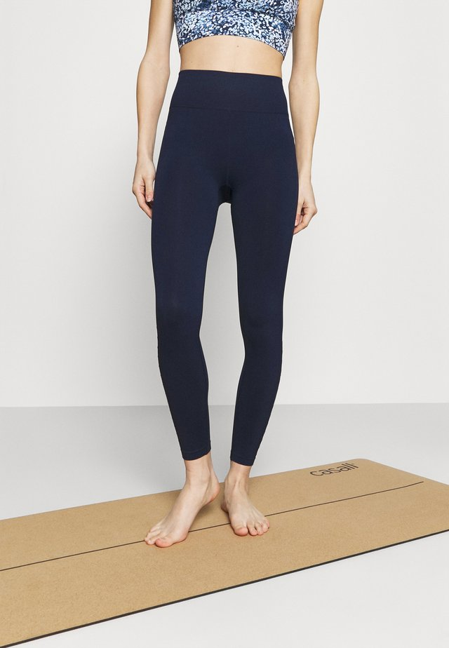 LIFESTYLE SEAMLESS 7/8 YOGA  - Punčochy - navy