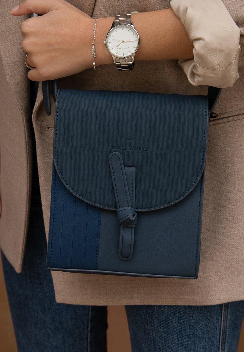 Violet Hamden - Across body bag - blau