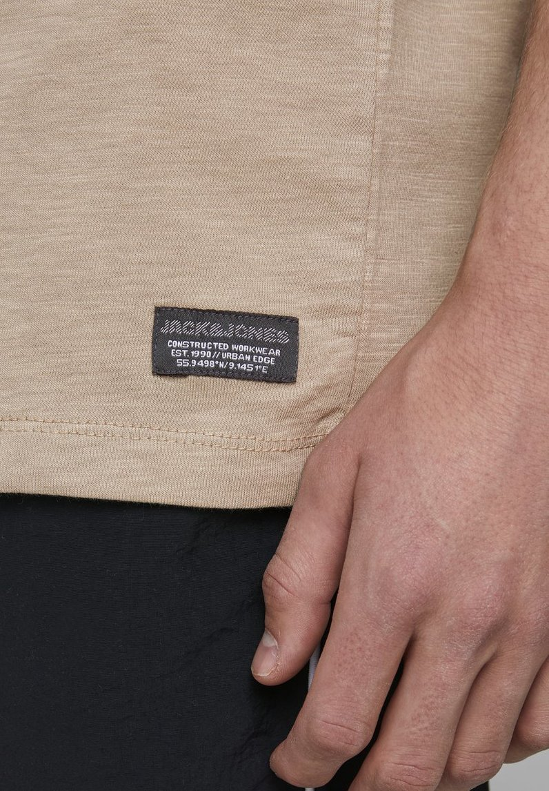 Jack & Jones GRANDDAD-STYLE - Basic T-shirt - crockery lx6PS