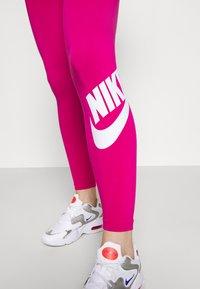Nike Sportswear - FUTURA - Leggings - fireberry/white - 3