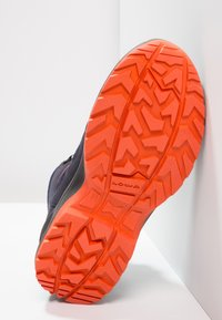 Lowa - INNOX EVO GTX QC JUNIOR UNISEX - Hiking shoes - navy/orange - 4