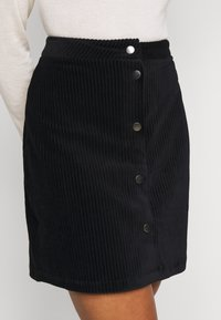 ONLY Petite - ONLFENJA LIFE BUTTON SKIRT - Mini skirt - black - 4