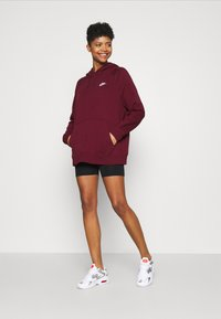 Nike Sportswear - Jersey con capucha - dark beetroot/white - 1