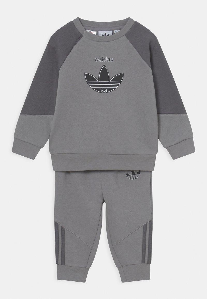 adidas Originals - CREW SET UNISEX - Trainingspak - mottled dark grey