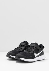 Nike Performance - REVOLUTION 5 - Neutral running shoes - black/white/anthracite - 3