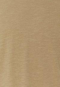Selected Homme - SLHMORGAN O-NECK TEE - T-shirt basique - petrified oak - 7