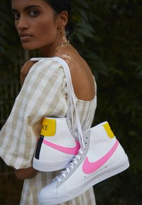 Nike Sportswear - BLAZER - High-top trainers - white/pink glow/pure platinum/glacier ice/illusion green/speed yellow - 4