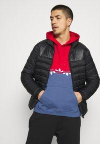 adidas Originals - SLICE HOODY - Hoodie - crew blue/scarlet - 4