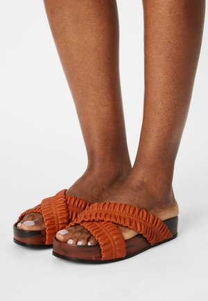 Heeled mules - marmo frappe'