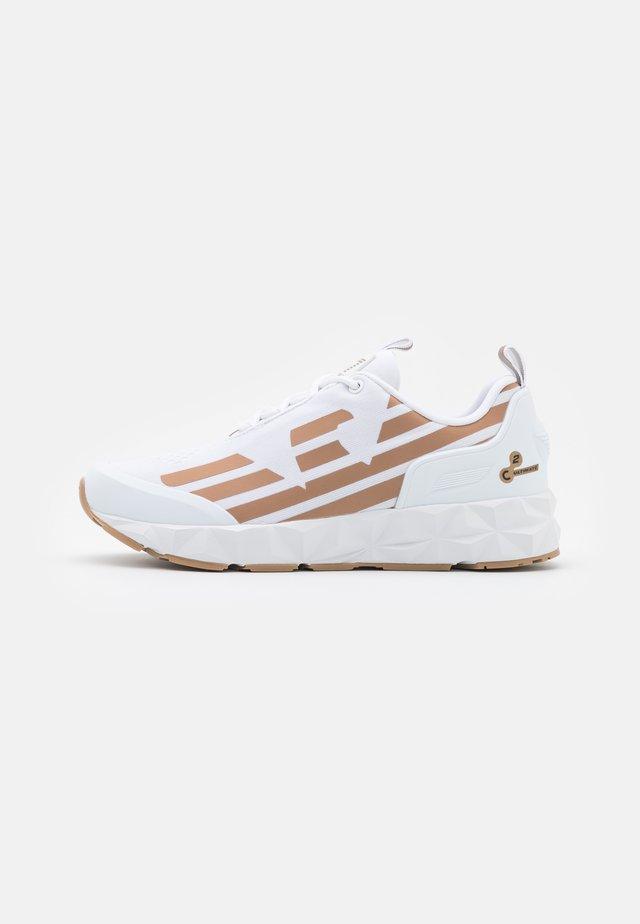 UNISEX - Sneakersy niskie - white/bronze