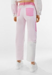 Bershka - Relaxed fit jeans - pink - 2