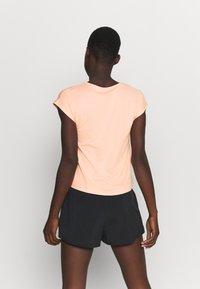 Nike Performance - T-shirts - arctic orange - 2