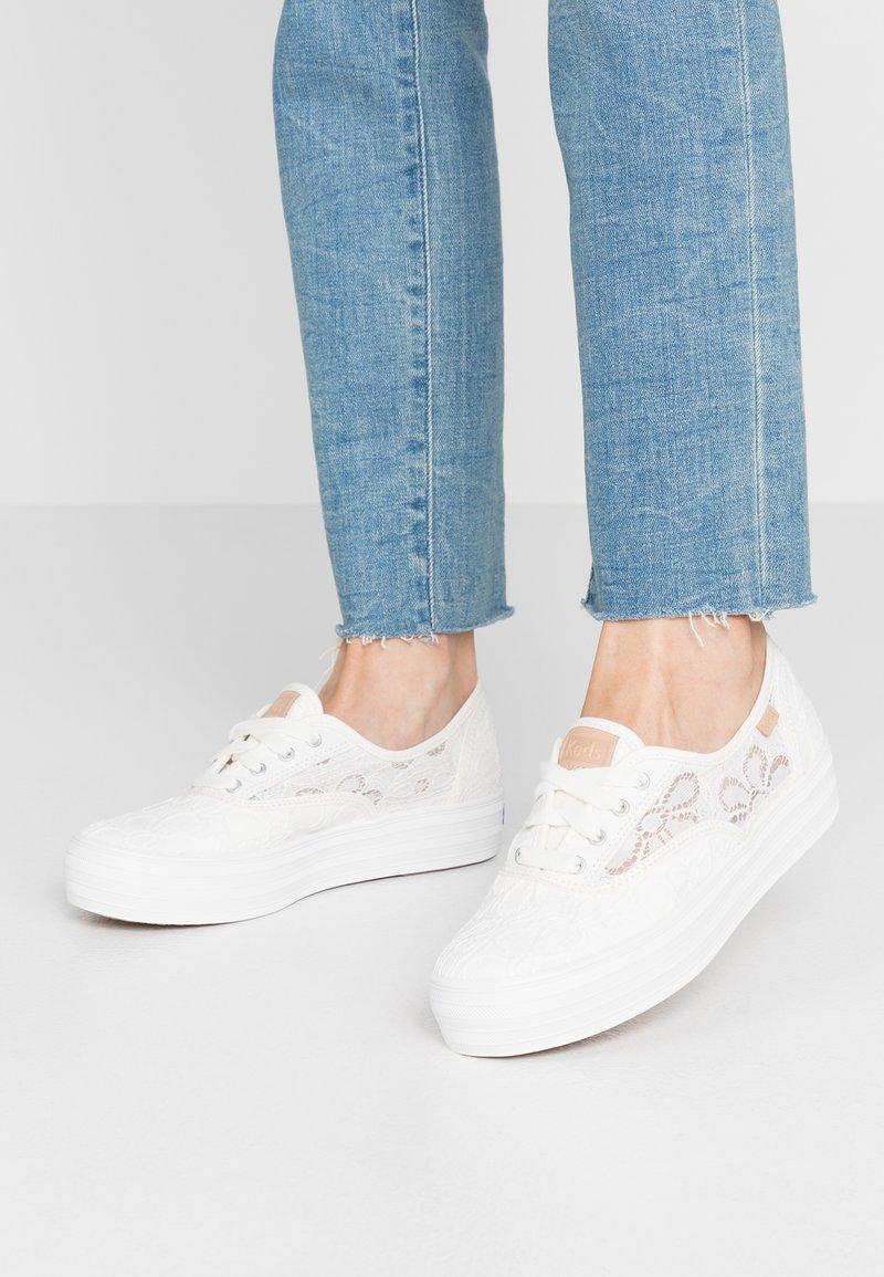 Keds - TRIPLE FESTIVAL FLORAL - Sneakersy niskie - cream